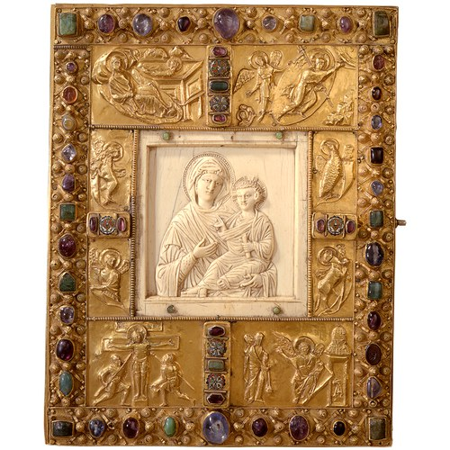 Byzantine ivory plates were reused in the West for adorning book covers © Domkapitel Aachen, Picture: Pit Siebigs